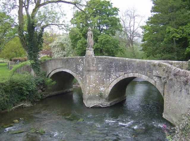 Britannia_at_Iford_Bridge_-_geograph.org.uk_-_438784