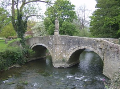 Britannia_at_Iford_Bridge_-_geograph.org.uk_-_438784