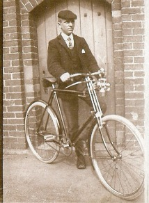 1899C_British_Bicycle_man