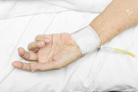 14489923-afbeelding-van-patiënt-hand-met-een-intraveneus-infuus